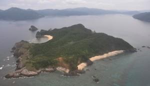陸海空3自衛隊による離島奪還訓練が行われた江仁屋離島=5月22日、瀬戸内町