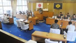議長の任期をめぐり混乱している大和村議会=24日、大和村役場