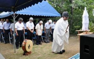 山の恵みに感謝し、安全を祈願した例祭=13日、知名町の大山神社境内