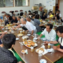 68回目の入植記念日を祝って開かれた盤山集落の集い=18日、錦江町田代麓