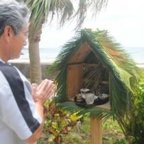 ブッタナを作って無念仏などの霊に供え物をする旧盆の風習。奥さん宅で毎年続けられている=9日、奄美市笠利町用安
