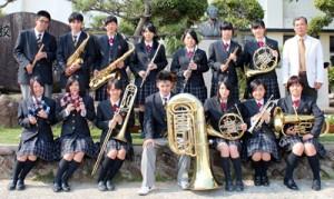 県代表に選ばれた樟南第二高校の吹奏楽部(提供写真)