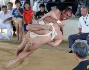 174人が出場し、熱戦を繰り広げた和泊町港まつり相撲大会=4日、笠石相撲場