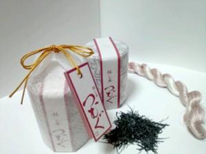 世界緑茶コンテストで奨励賞を受賞した徳之島製茶の「つむぐ―赫(あか)いお茶」(徳之島製茶提供)