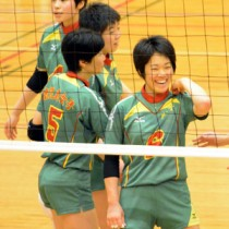 鹿児島女子の積(右)=県高校総体