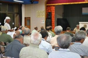 町ごみ焼却施設建設について行われた住民住民説明会=19日、与論町中央公民館