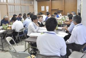 開催日などを決めた第7回奄美観光桜マラソンの第1回実行委員会=22日、名瀬公民館