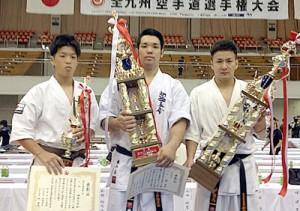 準優勝した緑と3位の亀山、福島(右から)=提供写真