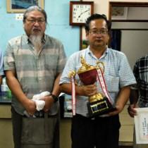 A級3位の福山さん、優勝の佐藤さん、準優勝の岡入さん(右から)