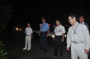 奄美大島自然保護協議会が島内各地で展開した夜間一斉パトロール=5日午後8時ごろ、奄美市住用町