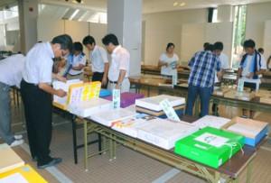 徳之島の関係者が子育て支援の取り組みなどを報告した「奄美子宝地域子育て普及シンポジウム」=4日、鹿児島市鴨池新町