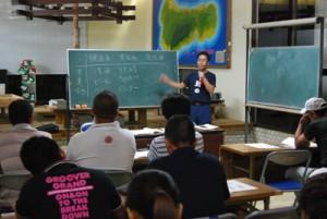 郷土に息づいてきた特産品としての歴史や文化なども学ぶ黒糖焼酎教室の第1回講座=17日、喜界町中央公民館