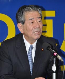 県議選大島地区の推薦について明らかにした金子万寿夫衆院議員=18日、奄美市名瀬