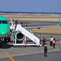 FDAチャーター便が徳之島初就航141019徳