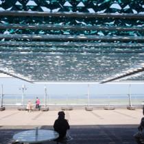 環境関連部品賞を受賞したフラクタルひよけの設置箇所の一つ、東京・羽田空港第2ターミナルビル送迎デッキ(ロスフィー提供)