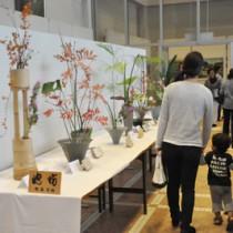 多くの市民でにぎわった文化祭初日=26日、奄美文化センター