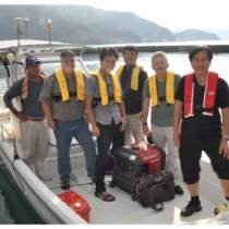 国内初の最新探査機器で倉木崎海底遺跡調査を行うスタッフら=18日、宇検村