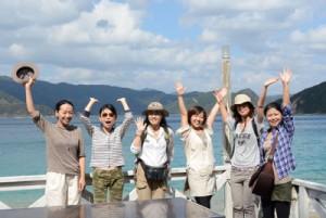 加計呂麻島の海を満喫する参加者ら=19日、瀬戸内町渡連