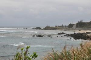土砂を積み出すための仮設桟橋の建設が計画された南原海岸=8日、徳之島町