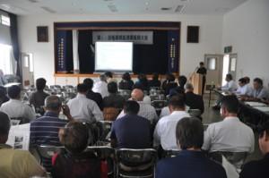 6次産業化への取り組みなどを紹介した事例発表=31日、奄美市の名瀬漁協