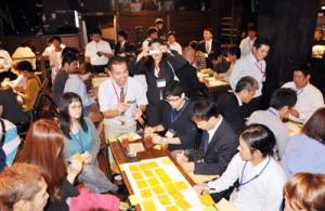 奄美大島の活性化についてアイデアを出し合う参加者=2日、奄美市名瀬