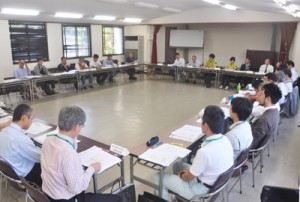 世界自然遺産登録へ向けて今後の取り組みを協議した奄美大島作業部会=10日、奄美市