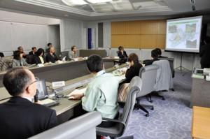奄美市の「久里川」砂防ダム整備事業を「継続妥当」と判断した第2回県事業評価監視委員会=24日、県庁