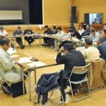 今期の製糖計画について説明があった企画運営委員会=1日、徳之島町
