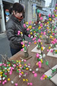 小正月を前に見られる奄美の伝統行事「ナリムチ」=12日、奄美市名瀬