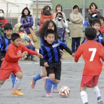 B級予選・FC龍郷A―名瀬イレブンティグレ=31日、名瀬運動公園多目的広場