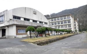 活用法の提言がまとまった県立大島工業高校跡地=24日、奄美市名瀬浦上
