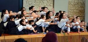 最優秀賞に輝いたリッコモダンジャズバレエスタジオのダンス=15日、奄美市笠利町の県奄美パーク