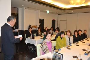 大島紬に高い評価があった懇談会=6日、奄美市名瀬のホテル
