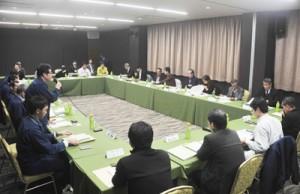森林生態系保護地域の保全管理計画の中間とりまとめを了承した委員会=6日、奄美市名瀬の集宴会施設