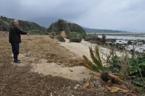 造成工事が行われた国定公園内の海岸=3日、徳之島町