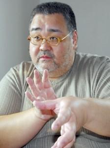 ノネコ、野良猫問題での調査を踏まえ、問題点を指摘する諸坂佐利准教授=27日、奄美市名瀬