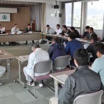 2014―15年期の製糖実績の報告があった運営企画委員会=14日、天城町