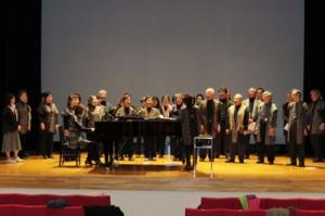合唱祭の本番を前にリハーサルに励む「奄美・島人合唱団」=13日、横浜市