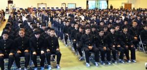 271人の新入生を迎えた大島高校の入学式=7日、同校体育館