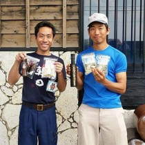 ミラノ万博に商品を出品する朝日酒造の喜禎さん(左)と喜界島工房の杉俣さん