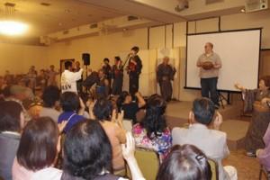 最後は六調で盛り上がった「島の風フェスティバル」=5月24日、宇都宮市の護国神社護国会館