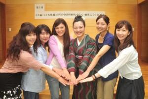 紬と奄美の魅力発信へ向けて設立された「華つむぎ会」のメンバーら=6日、奄美市名瀬