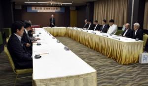施設拡充の方向性が示された奄美空港ターミナルビルの株主総会=23日、奄美市名瀬