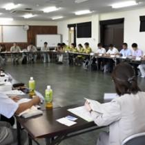 ノネコ対策などについて議論した野生生物保護対策協議会=6日、奄美市名瀬