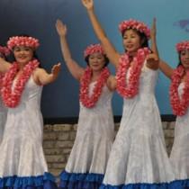 会場にハワイアン気分を届けたネリヤカナヤフェスタのフラダンスパーティー=12日、県奄美パーク
