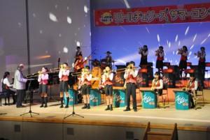 本格的なジャズナンバーで観客を魅了したリトルチェリーズのサマーコンサート=9日、徳之島町