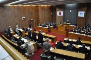安保法案廃案を求める陳情を不採択とした奄美市議会=24日、奄美市役所