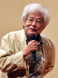 都市化による人間の変化について語った養老孟司氏=9日、龍郷町りゅうゆう館