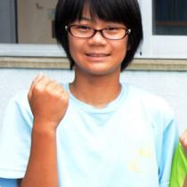 2年女子100㍍で優勝し、ジュニアオリンピック出場を決めた幾真希(朝日中)