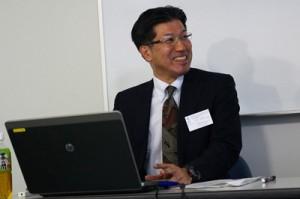 「奄振と地方創生」をテーマに報告した池田さん=5日、奥尻町海洋研修センター